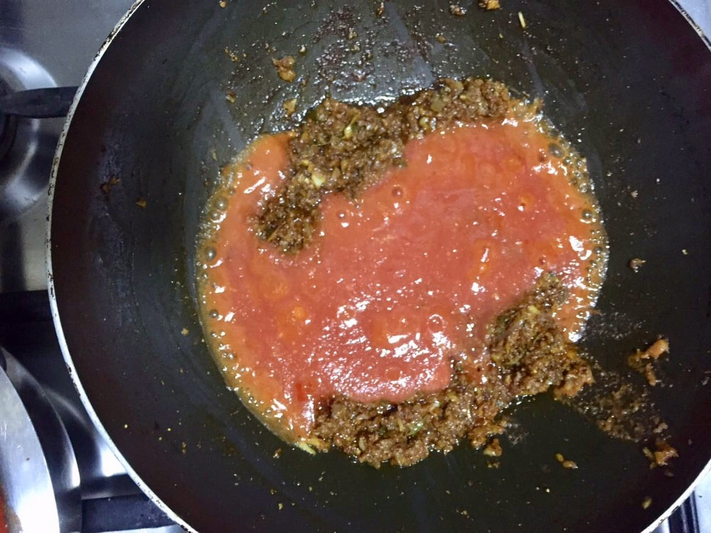 Add the tomato puree to kadai gravy.