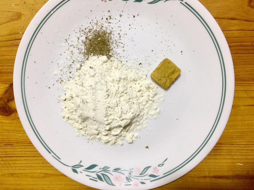 Make flour coating.